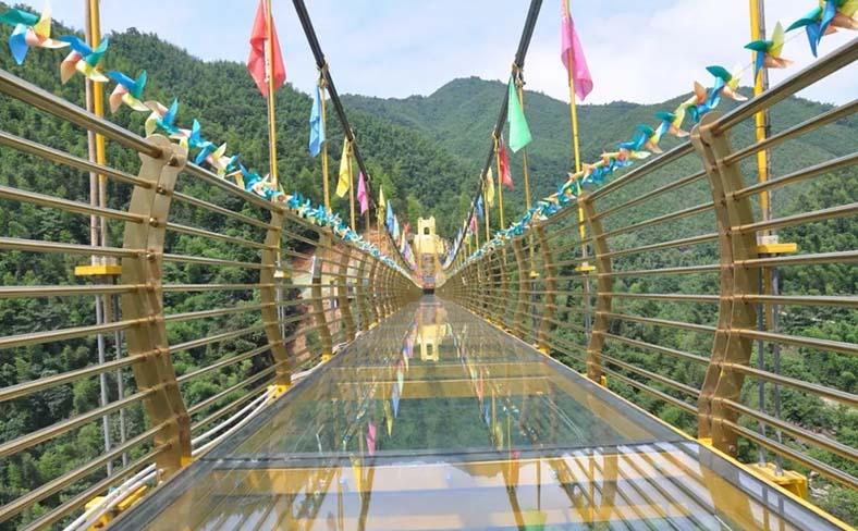 7D 黄金玻璃桥